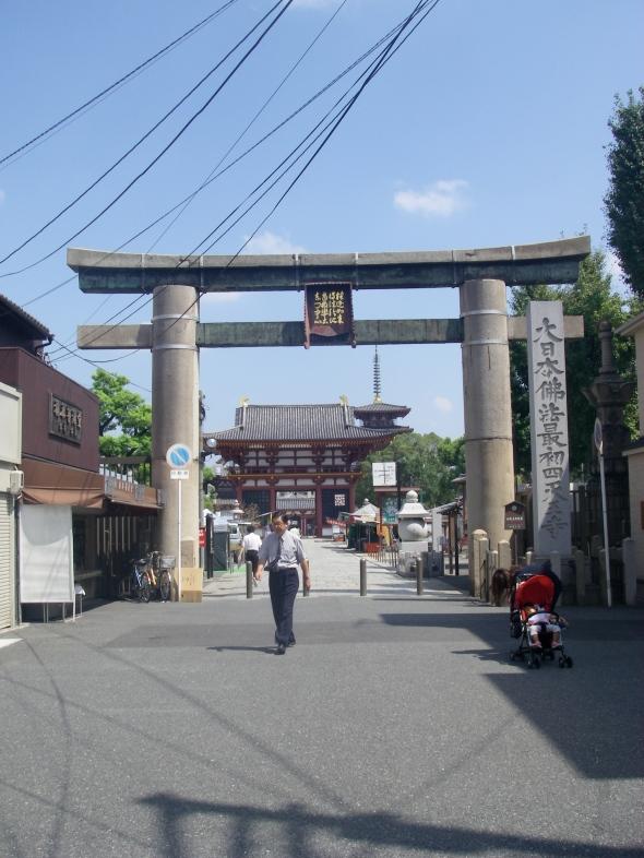 le torii d'entrée a shitenno-ji